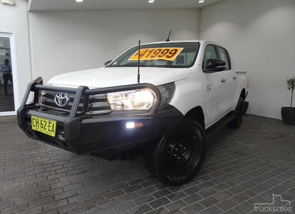 8c60ae2f35d838 2016 Toyota Hilux SR Auto 4x4 Double Cab. Dealer Used NSW