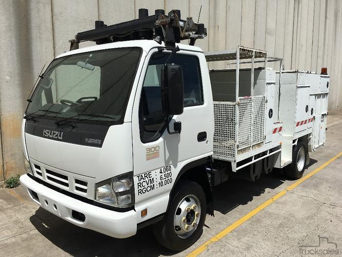 Perfect 2007 Isuzu NPR 300 Service Body Truck